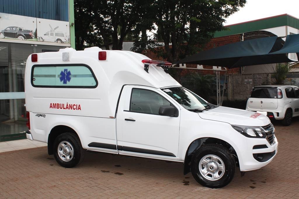 Transformação de fibra para ambulancia.