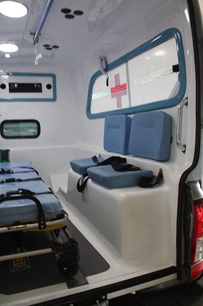 Nova Hilux simples ambulancia de fibra, transformação hilux ambulancia.